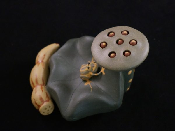 Purple Clay Tea Pet Frog with Lotus Seeds Purple Clay Tea Pet Frog with Lotus Seeds